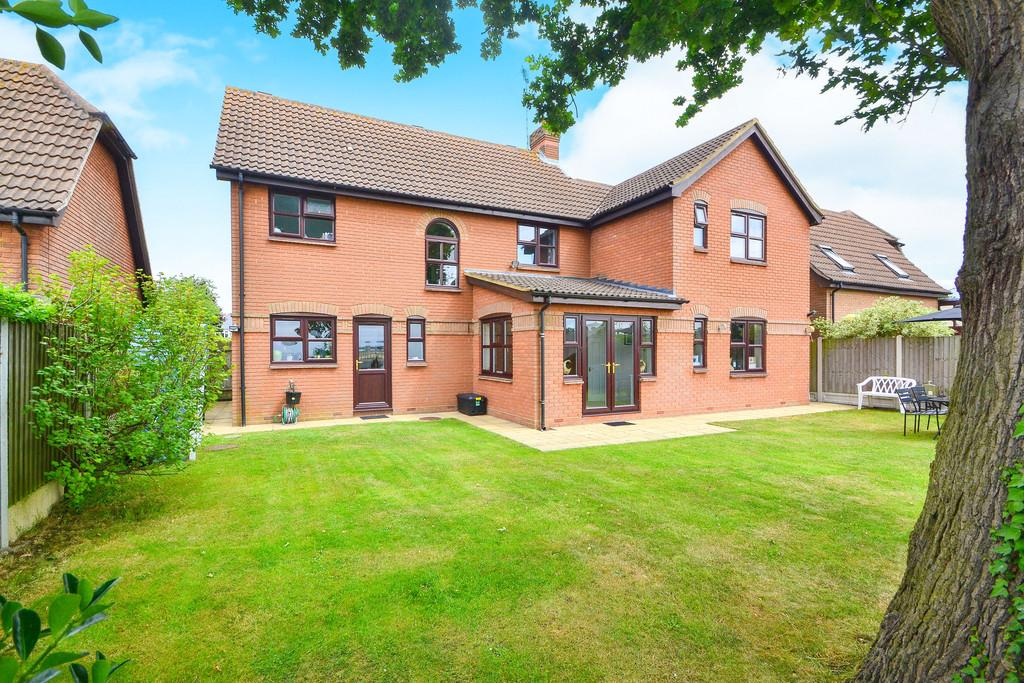 4 Bedrooms Detached House for sale in St. Marys Mead, Broomfield