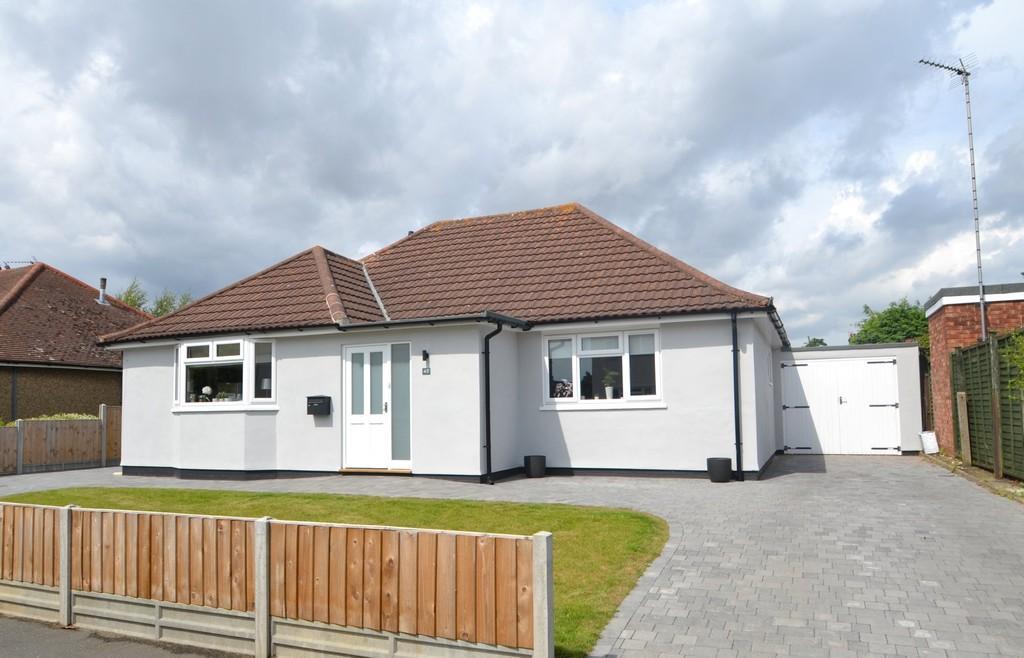 3 Bedrooms Detached Bungalow for sale in Sidegate Avenue, Ipswich, Suffolk, IP4 4JH