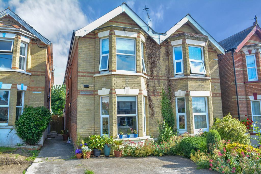 3 Bedrooms Semi Detached House for sale in Church Road, Gurard