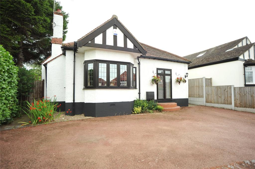 3 Bedrooms Detached Bungalow for sale in Hunter Avenue, Shenfield, Brentwood, Essex, CM15