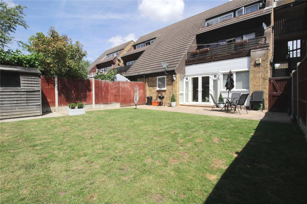 2 Bedrooms Apartment Flat for sale in Charleston Court, Burnt Mills, Basildon, Essex, SS13