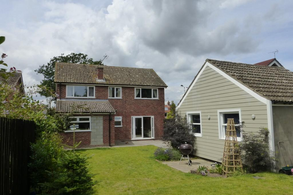 4 Bedrooms Detached House for sale in Hales