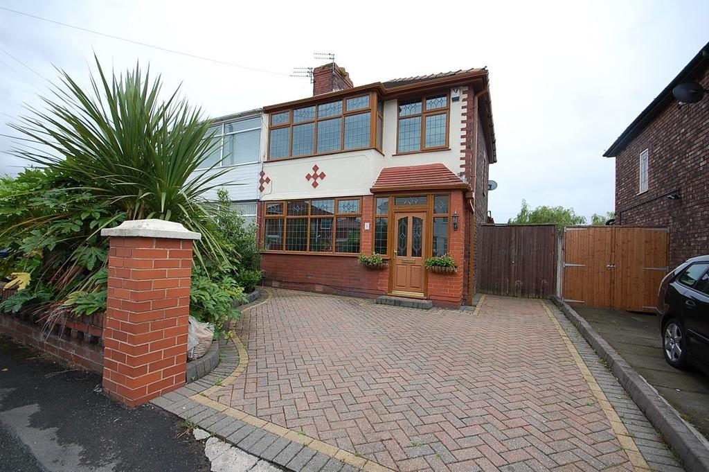 3 Bedrooms Semi Detached House for sale in Fairway, Windle