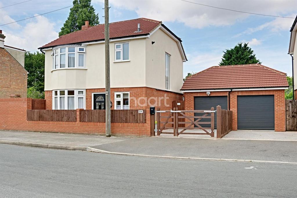 3 Bedrooms Detached House for sale in Norman Crescent, Ipswich