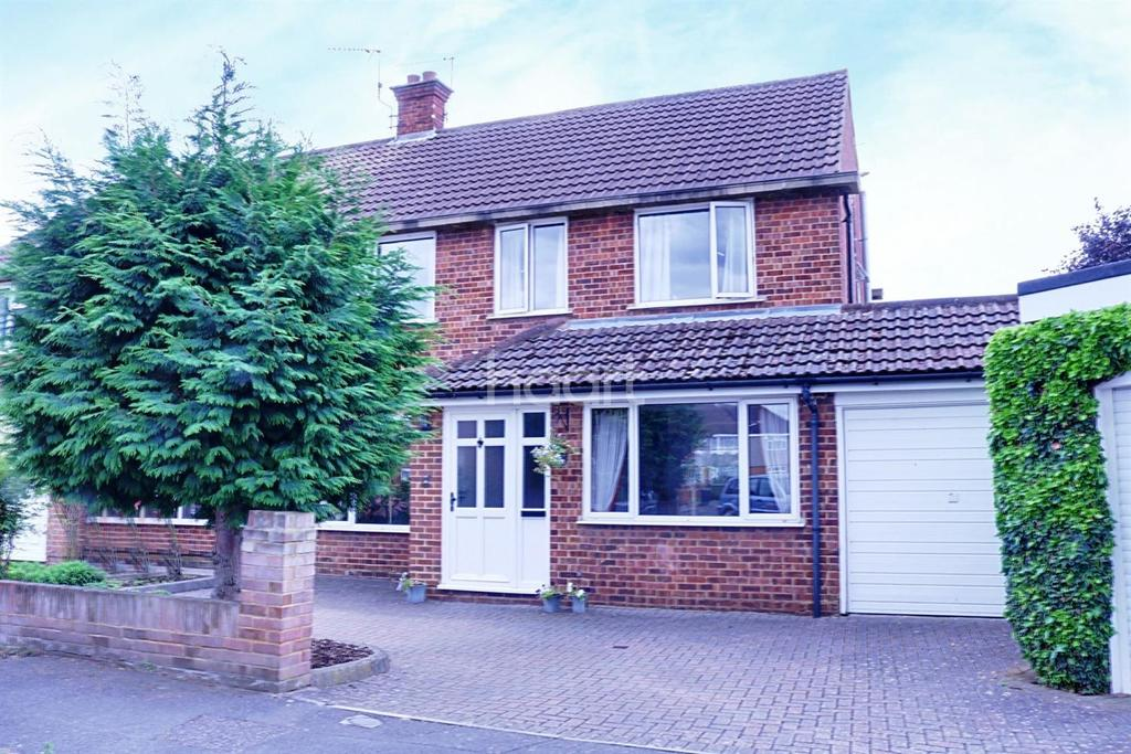 3 Bedrooms Semi Detached House for sale in Raymond Road