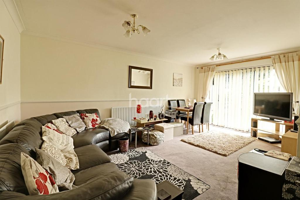2 Bedrooms Maisonette Flat for sale in Collier Row Road, Romford