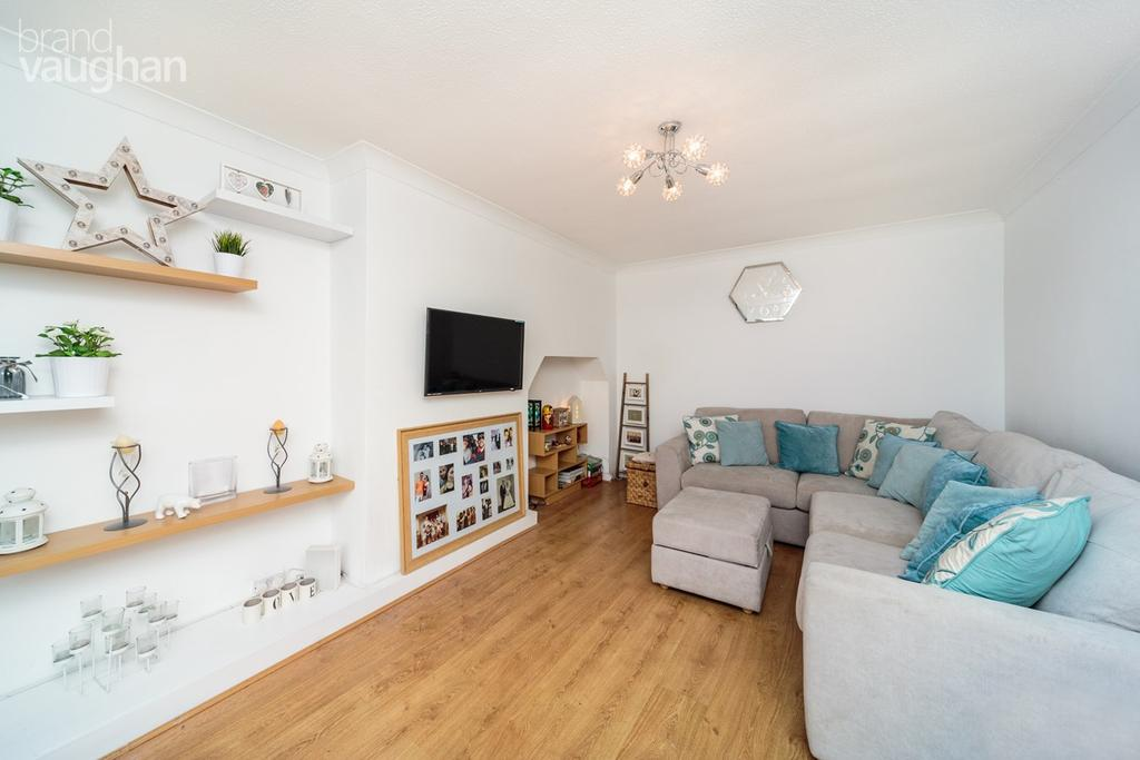 3 Bedrooms Semi Detached House for sale in Windsor Close, Hove, BN3