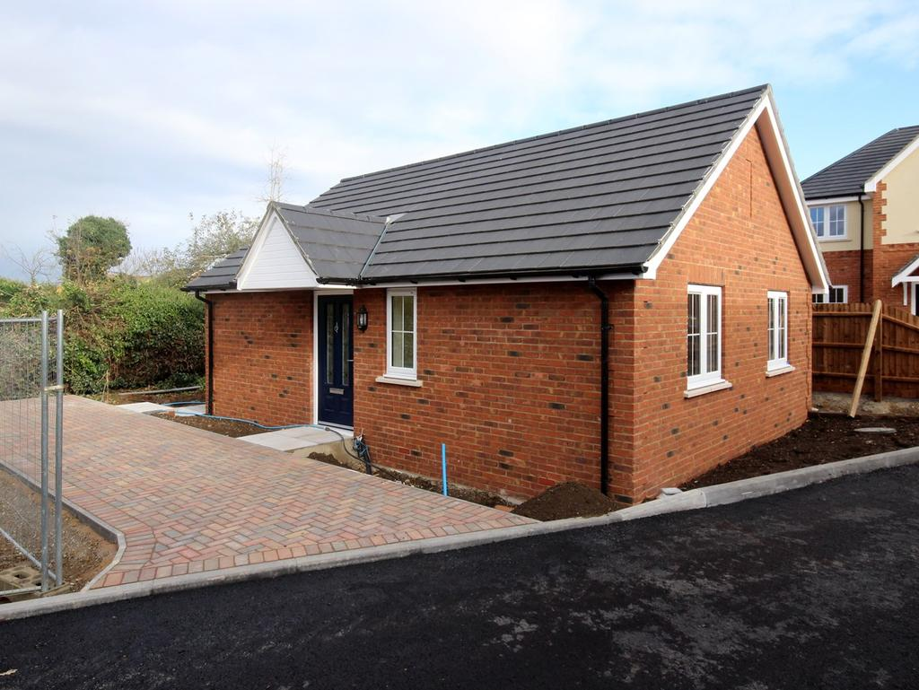 1 Bedroom Detached Bungalow for sale in High Street, Flitwick, MK45