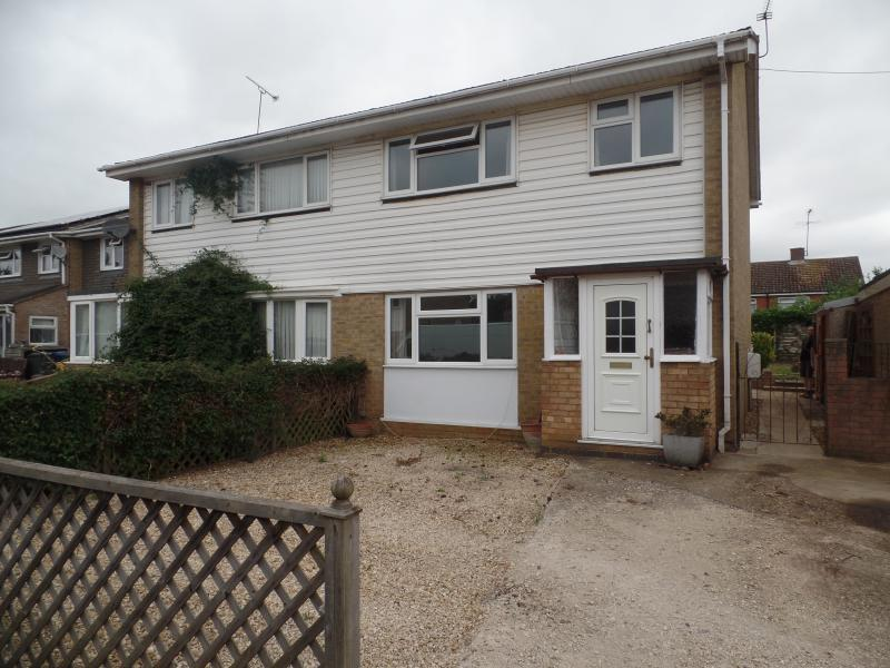 3 Bedrooms Semi Detached House for sale in Dands Drive, BANBURY, OX17