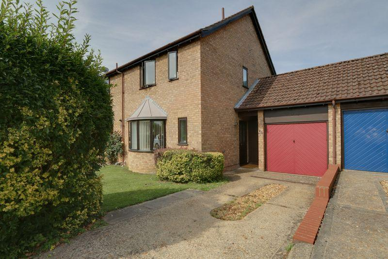3 Bedrooms Semi Detached House for sale in John Amner Close, Ely