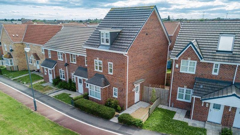 4 Bedrooms Terraced House for sale in Cavendish Walk, Stockton, TS19 8WG