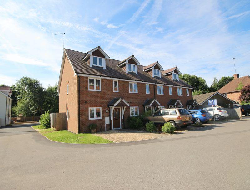 3 Bedrooms Terraced House for sale in Allen Road, Haywards Heath