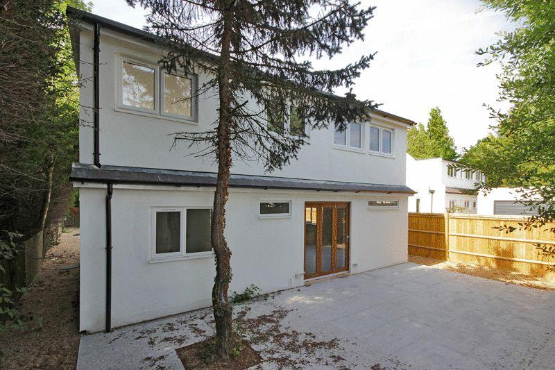 3 Bedrooms Detached House for sale in Hailsham Road, Stone Cross