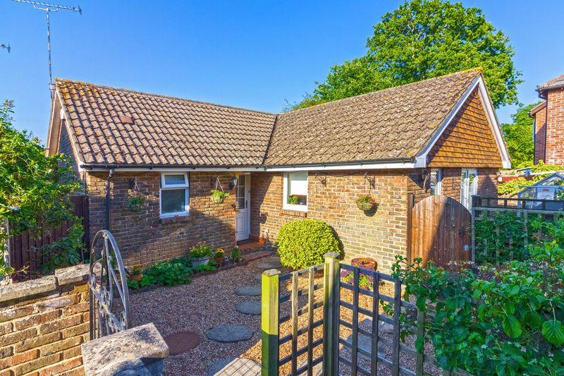 2 Bedrooms Bungalow for sale in Cootham Green, Pulborough