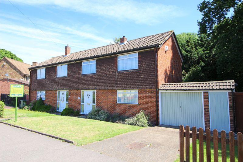 3 Bedrooms Semi Detached House for sale in Foots Cray Lane, Sidcup, DA14 4NP