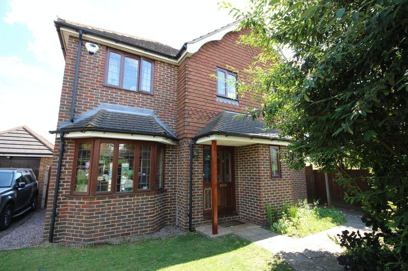3 Bedrooms Detached House for sale in Darenth Place, Dartford