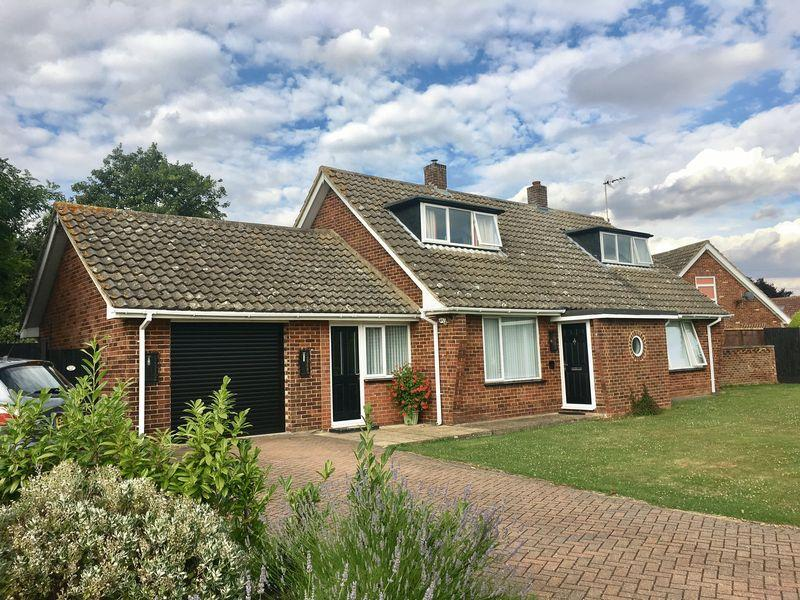 3 Bedrooms Detached House for sale in Pynchon Paddocks, Wrights Green, Little Hallingbury