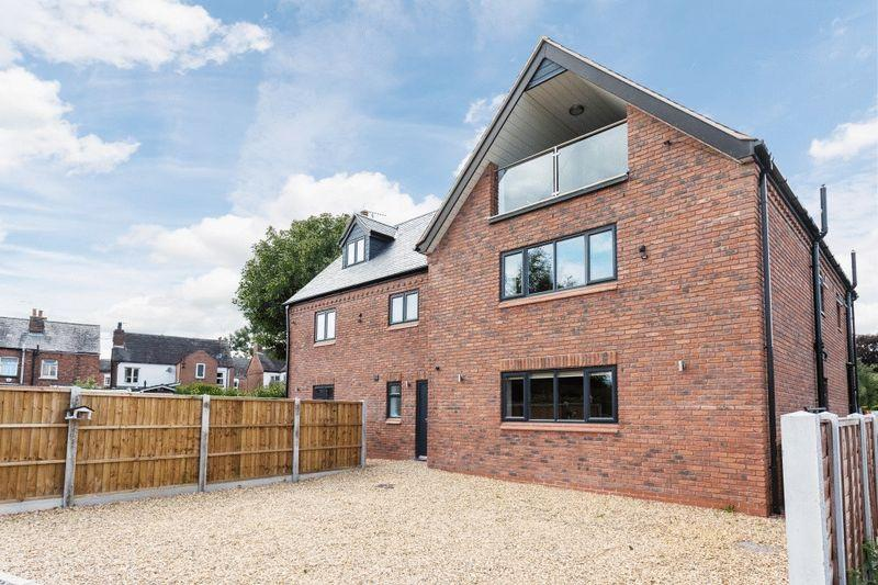 5 Bedrooms Detached House for sale in Magpie Lane, Willaston, Nantwich