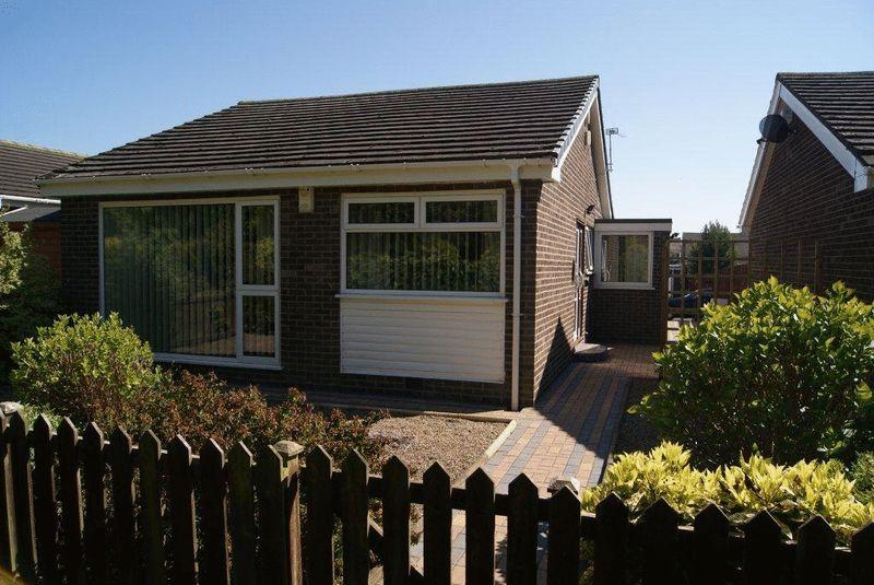 2 Bedrooms Detached Bungalow for sale in Knivestone Court, Killingworth, Newcastle Upon Tyne