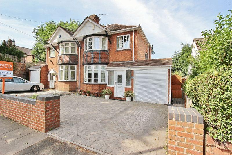 3 Bedrooms Semi Detached House for sale in Kiniths Way, West Bromwich