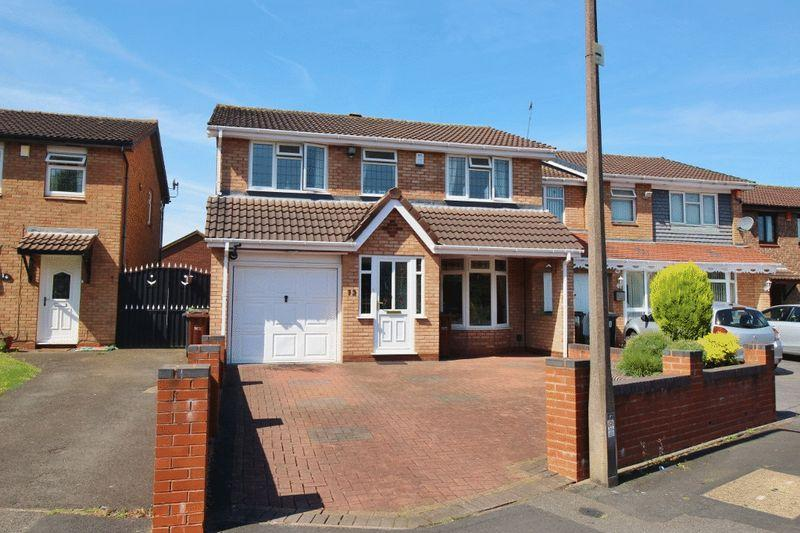 5 Bedrooms Detached House for sale in Shoreham Close, Willenhall