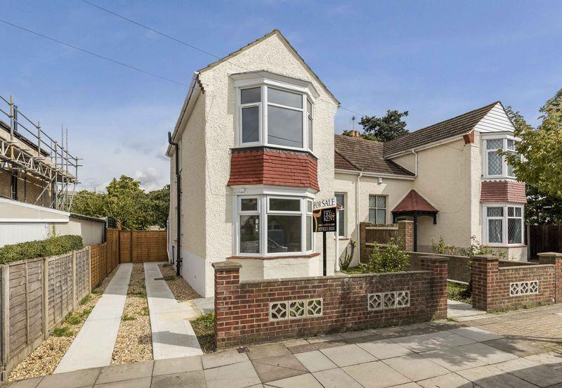 3 Bedrooms Semi Detached House for sale in Cosham Park Avenue, Portsmouth