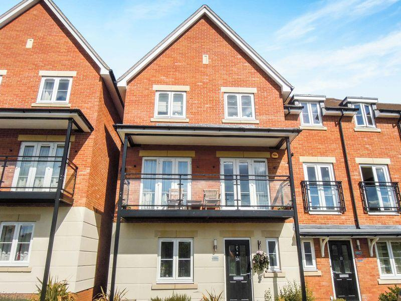 6 Bedrooms House for sale in Foxherne, Langley