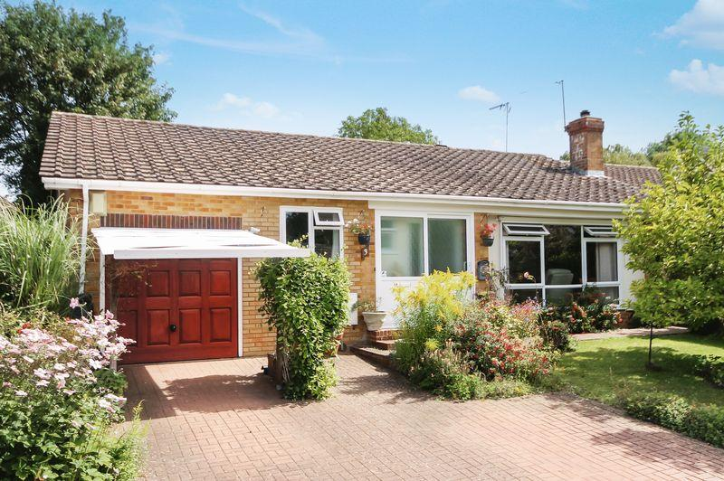 2 Bedrooms Detached Bungalow for sale in GREAT BOOKHAM