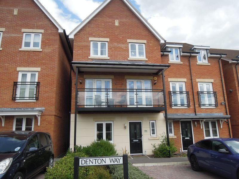 6 Bedrooms Semi Detached House for sale in Denton Way, Langley