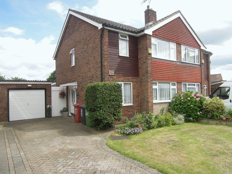 3 Bedrooms Semi Detached House for sale in Sharney Avenue, Langley