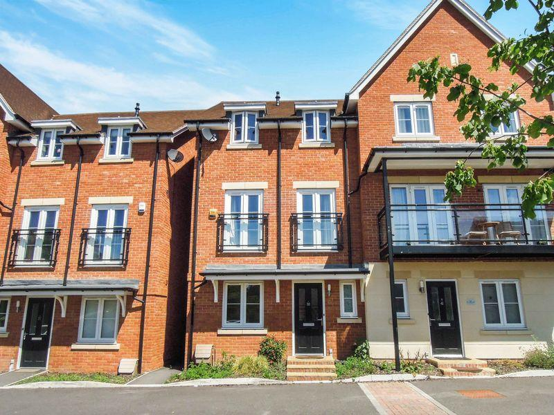 5 Bedrooms House for sale in LANGLEY - SLOUGH MAINLINE 1.0 MILE