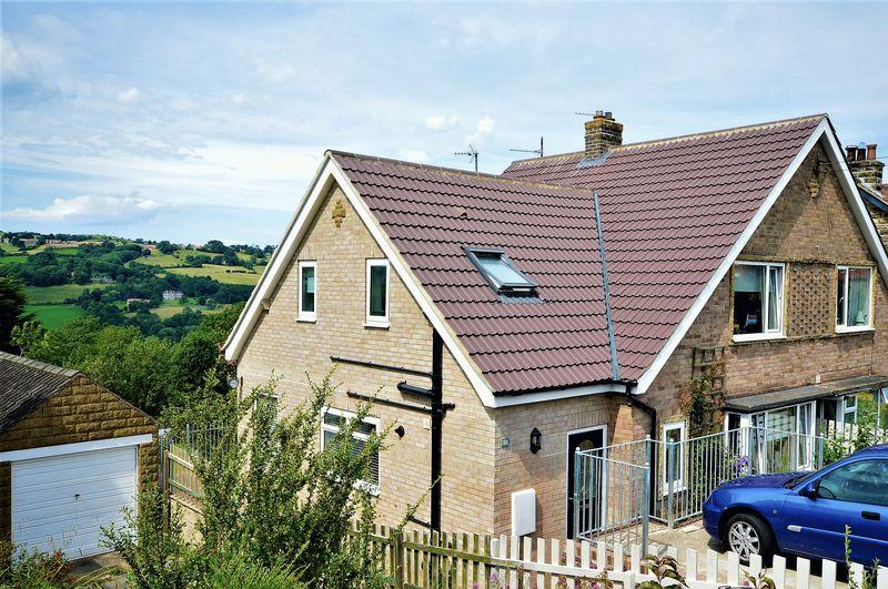 3 Bedrooms Semi Detached House for sale in Eskdaleside, Whitby