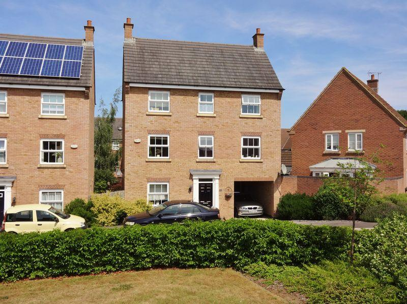 4 Bedrooms Detached House for sale in Thrush Close, Oakley Vale, Corby