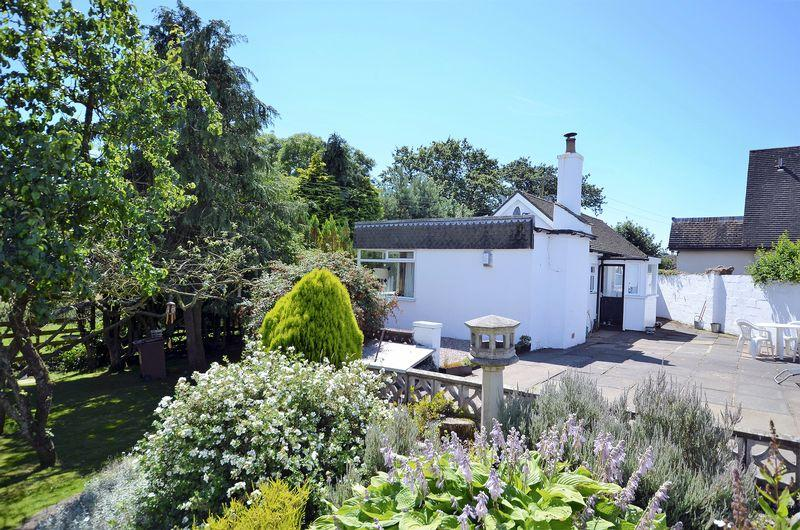 2 Bedrooms Detached Bungalow for sale in Mount Cottage, Newfield Mains Road, Dundonald KA2 9BH