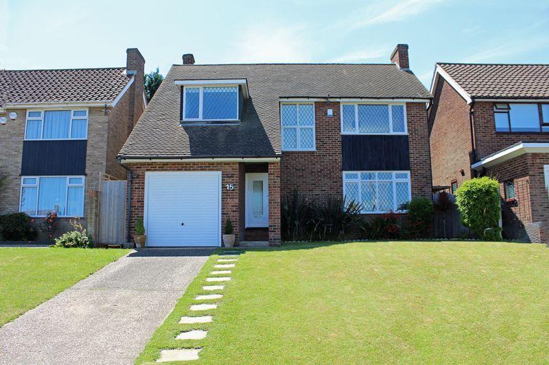3 Bedrooms Detached House for sale in Ellenbridge Way, Sanderstead, Surrey