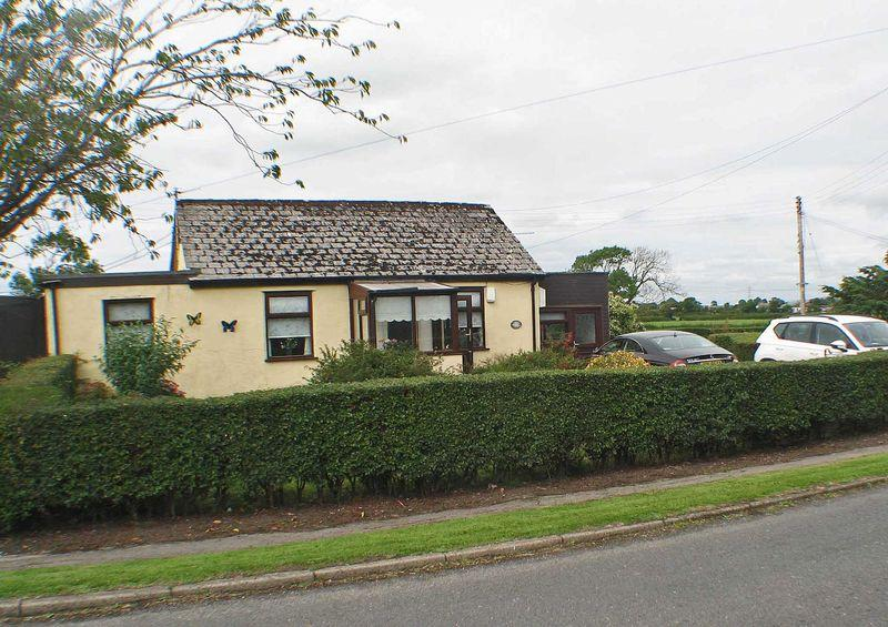 2 Bedrooms Detached House for sale in Whin Lane, Out Rawcliffe