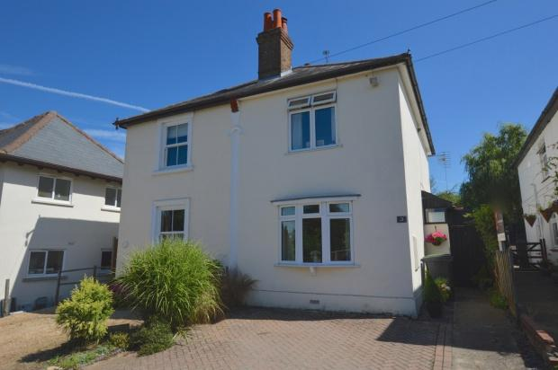 3 Bedrooms Semi Detached House for sale in Worple Road, Leatherhead, KT22