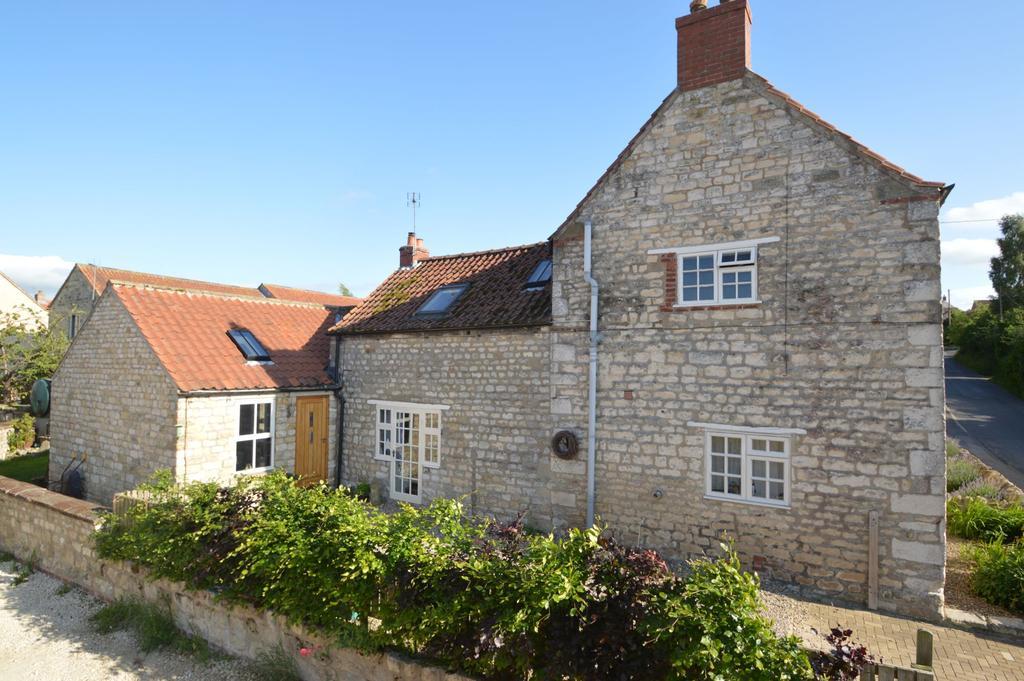 3 Bedrooms Semi Detached House for sale in East Street, Swinton, Malton YO17