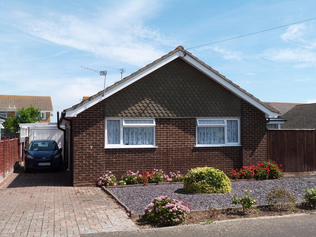2 Bedrooms Detached Bungalow for sale in Coach House Close, Selsey