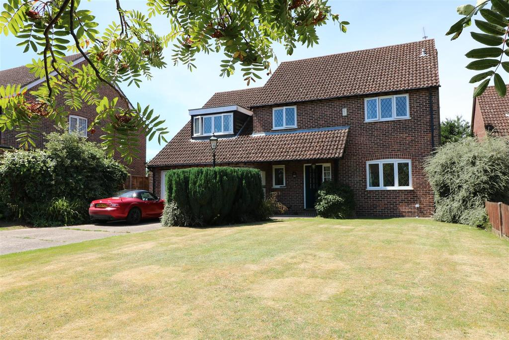 4 Bedrooms Detached House for sale in Conifer Drive, Tilehurst, Reading
