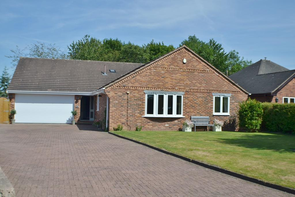 4 Bedrooms Detached Bungalow for sale in Newcastle Road South, Brereton Green,