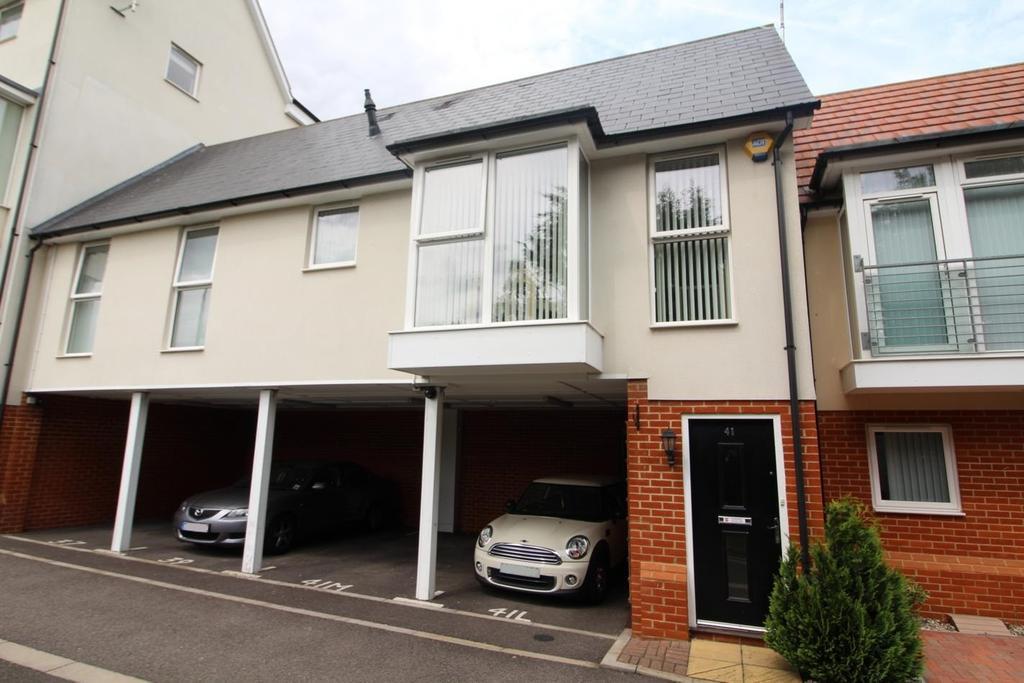 2 Bedrooms Maisonette Flat for sale in Lambourne Chase, Chelmsford, Essex, CM2