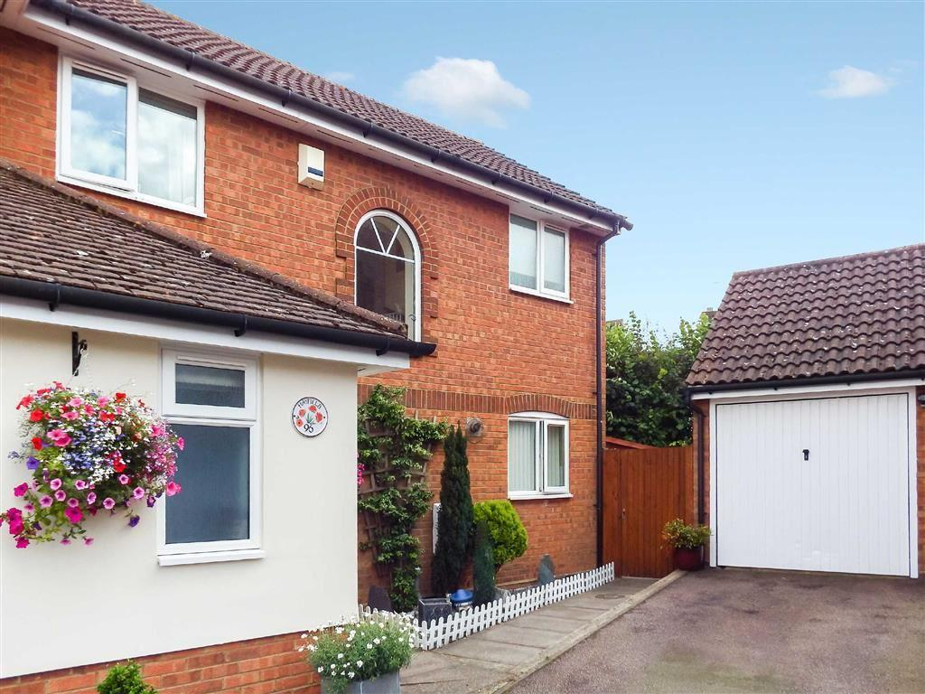 3 Bedrooms Semi Detached House for sale in Hayfield, Stevenage, Hertfordshire, SG2