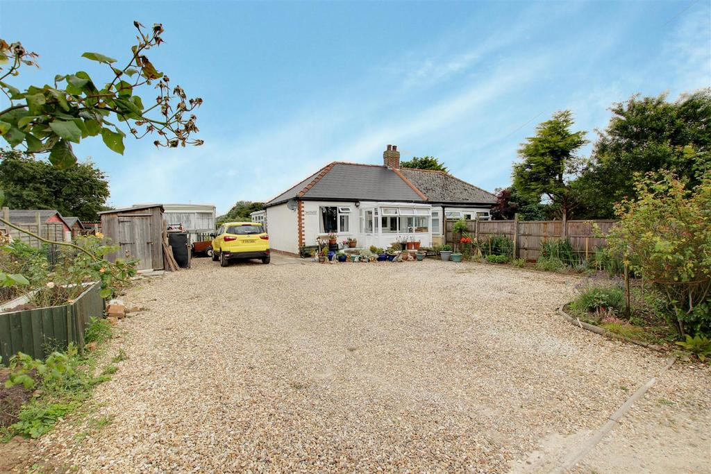 2 Bedrooms Semi Detached Bungalow for sale in Whitewalls, Off Golf Road, Mablethorpe