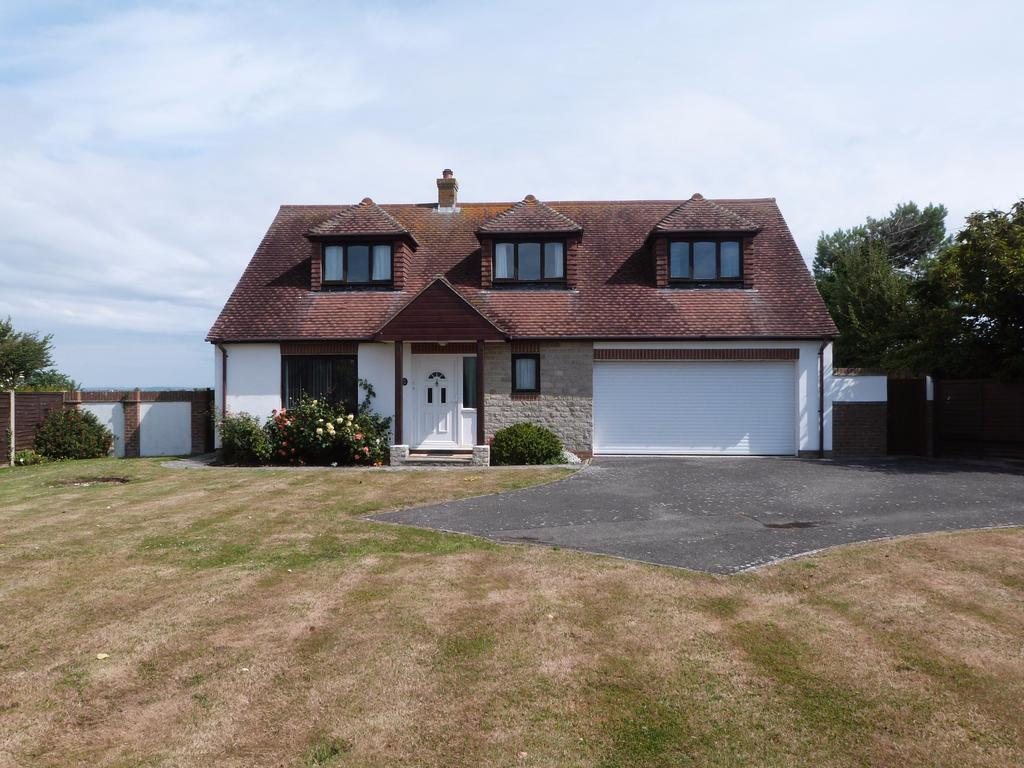 3 Bedrooms Detached House for sale in West Street, Selsey
