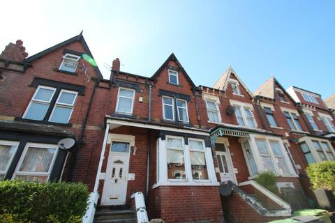 4 bedroom terraced house to rent - ROUNDHAY VIEW, LEEDS, LS8 4DX
