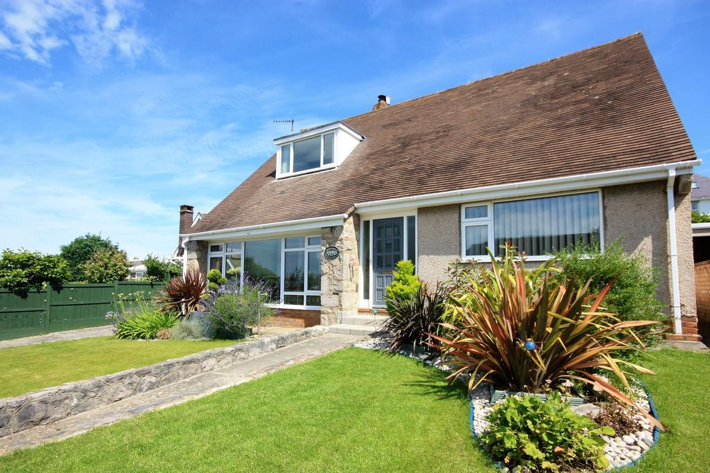 3 Bedrooms Detached Bungalow for sale in Aber Place, Craigside, Llandudno LL30