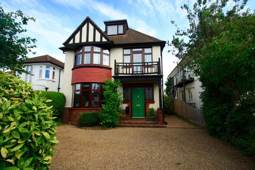 5 Bedrooms Detached House for sale in Second Avenue, Westcliff-On-Sea