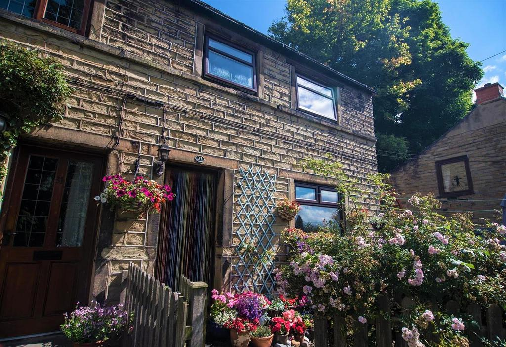2 Bedrooms Cottage House for sale in North Road, Kirkburton, Huddersfield, HD8 0QH