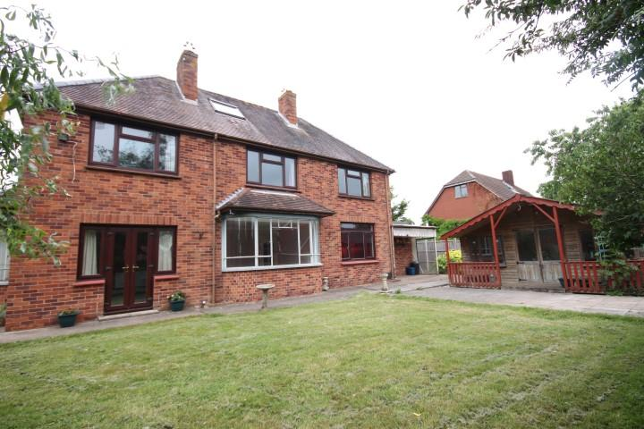 3 Bedrooms Detached House for sale in Shortlands Lane, Cullompton EX15 1HE